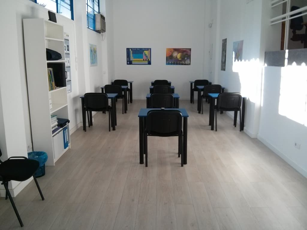 Aula principal de Suma-T, academia en el Barrio de la Concepción de Madrid
