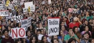 Manifestación contra las reválidas