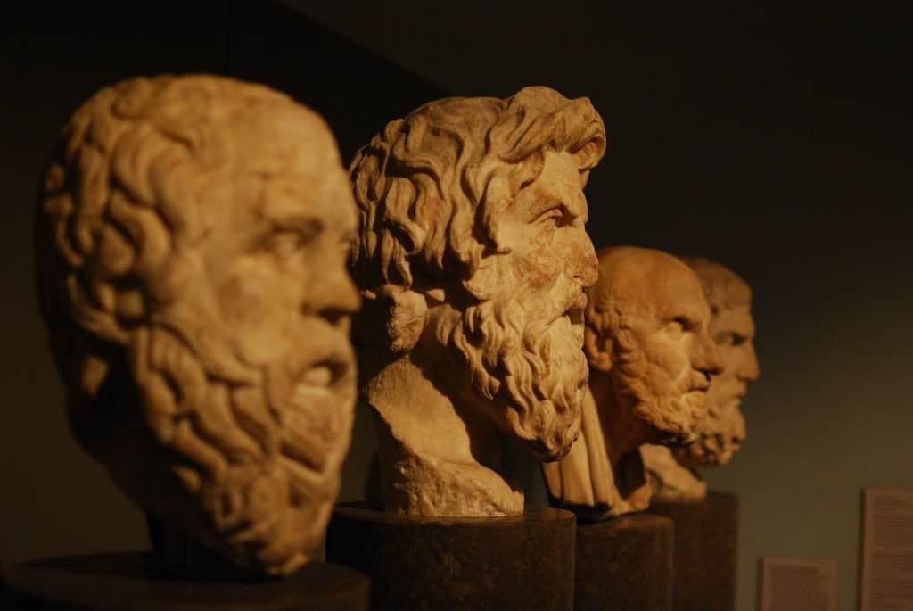 Bustos de filósofos en un museo